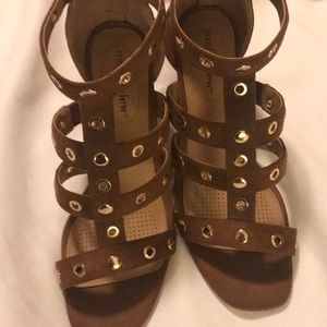 Woman Within Shoes - Brown heels. Size 7.5 WW comfortview NWT